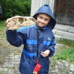 "Archeolog Dominik s ""dračí lebkou""..."